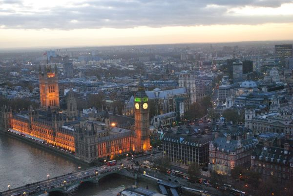 Houses_of_Parliament_Foto_vom_London_Eye